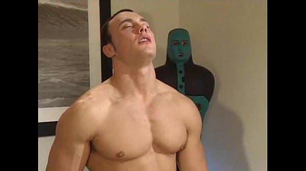 Jason Adonis und Ryan Wade ficken sich im Fitnessstudio