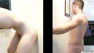 Geiler Hardcore Gloryhole Gay Sex mit den süßesten Hunks unt Twinks
