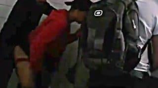Junge Hetero Twinks treffen Homosexuelle in der Toilette für Gay Sex