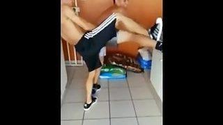 Zwei Mexikanische Teenager ficken sich beim Tanzen durch