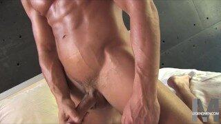 Boy Porn – John Parker wichst seinen perfekten eingeölten Schwanz